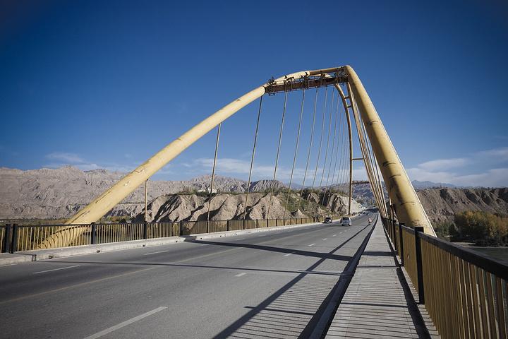 郑济铁路郑州黄河特大桥主桥成功合龙,创下多项纪录
