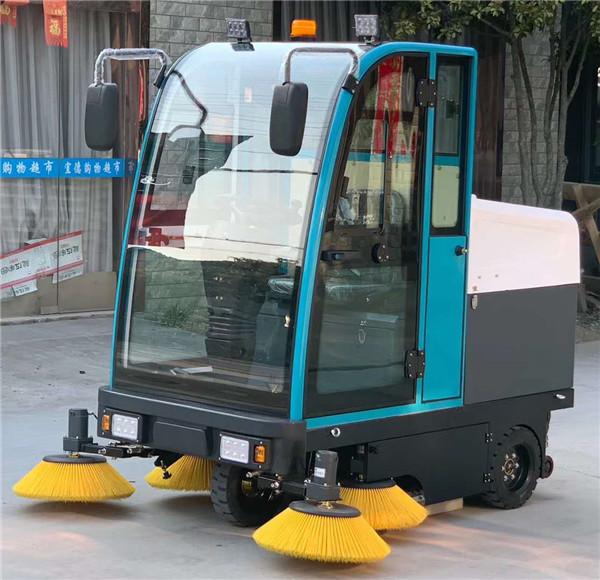 手动式扫地车和驾驶式扫地车各自的工作原理是什么,都有哪些不同呢?