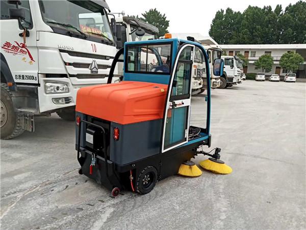 河南某小区物业保洁扫地车应用案例