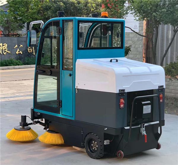 科技服务于生活,也改变了我们的生活,电动式驾驶扫地机让我们的生活变得更舒适