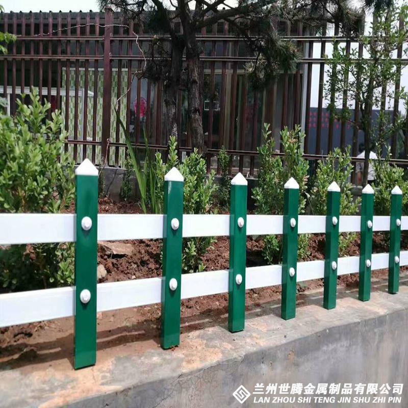 蓝白草坪围栏