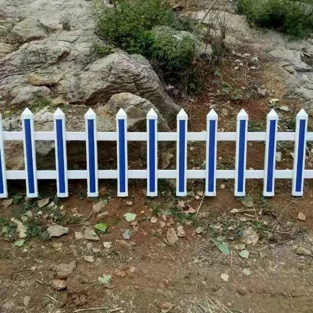PVC草坪护栏安装