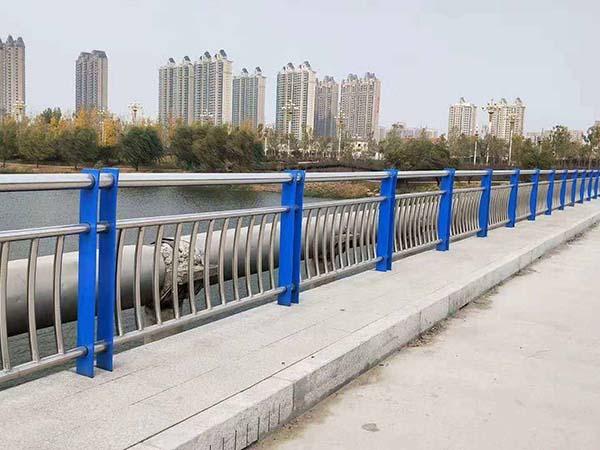 高速桥梁护栏