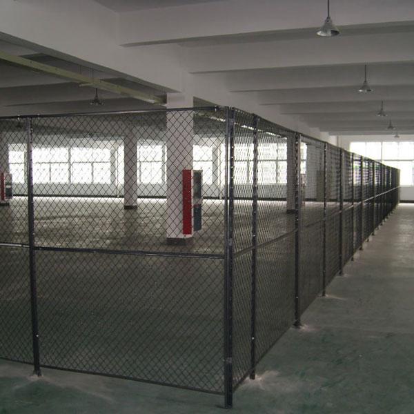 西安鱼化工业园某大型仓库隔离网已安装完毕
