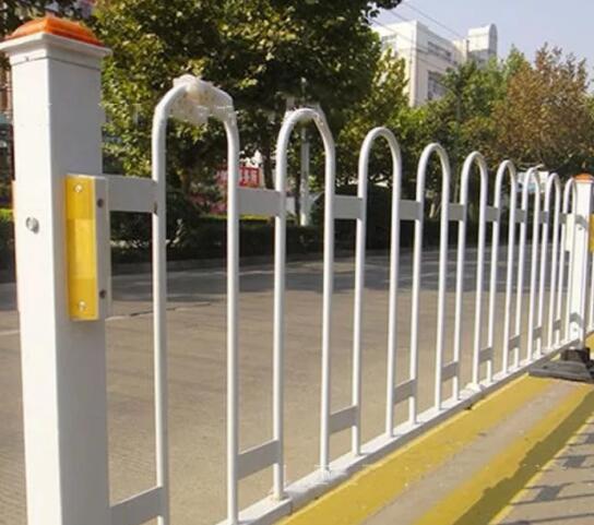一起和波形护栏厂家了解道路护栏的特点