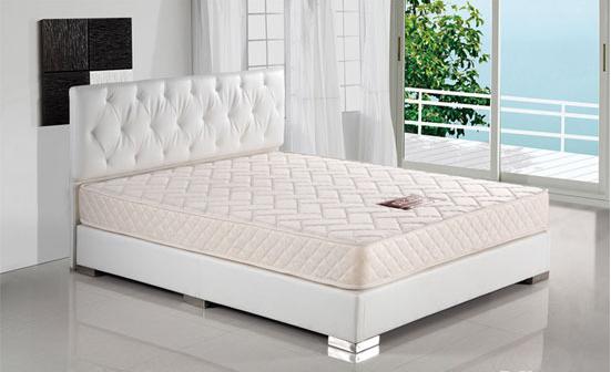 你们家的床垫多久清洗一次呢?那么你知道如何清洗床垫吗?