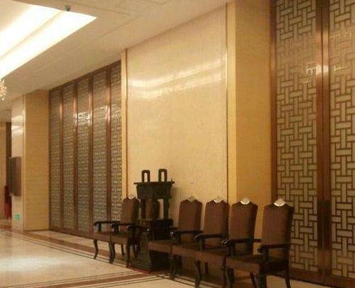不锈钢装饰条怎么安装在墙纸上?北京不锈钢加工部高速您答案!