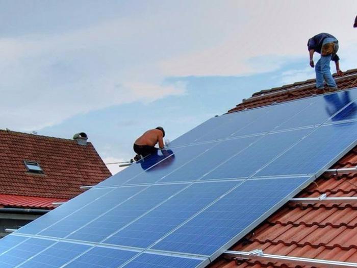 蘭州屋頂光伏電站的裝機容量,足夠一家人使用多久?