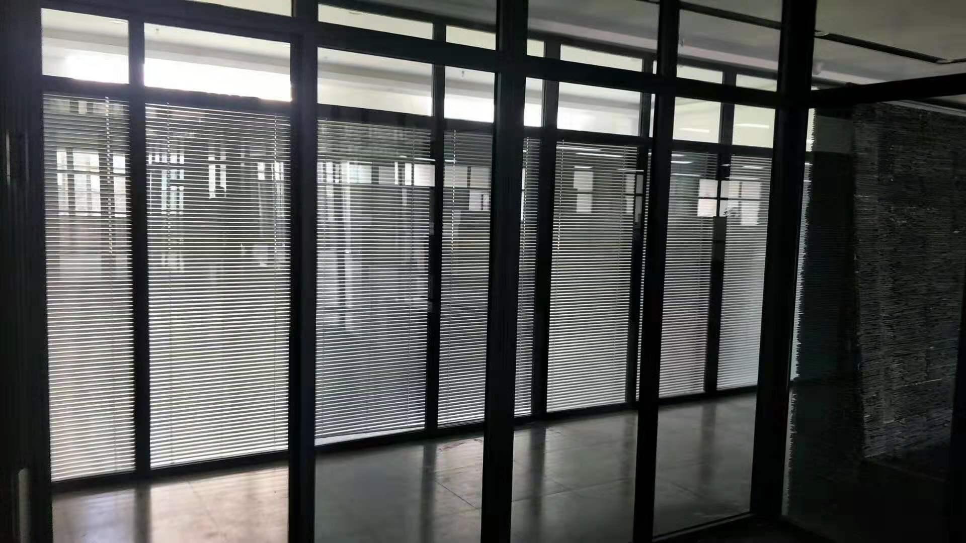 在断桥铝窗中一体窗和分体窗是什么,分别都有哪些优缺点?