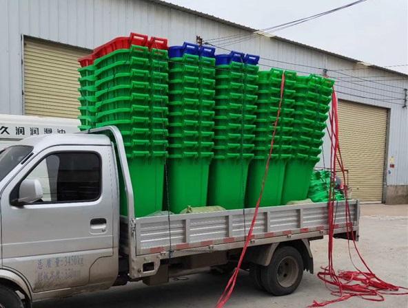 塑料垃圾桶发货现场