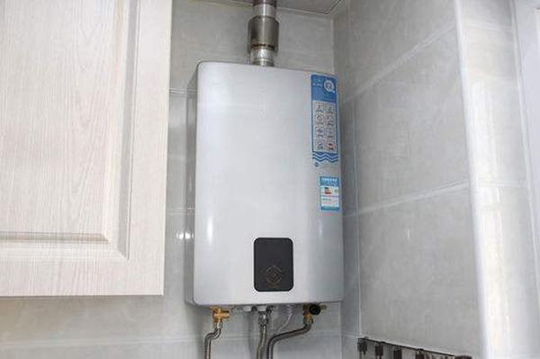 电热水器工程中选择电热水器厂家还是燃气热水器厂家