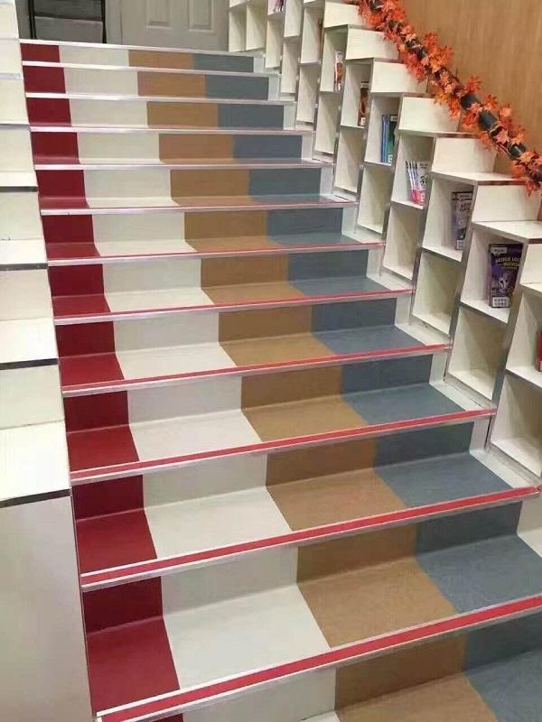 西安某幼儿园塑胶地板步梯项目,工程质量很赞。