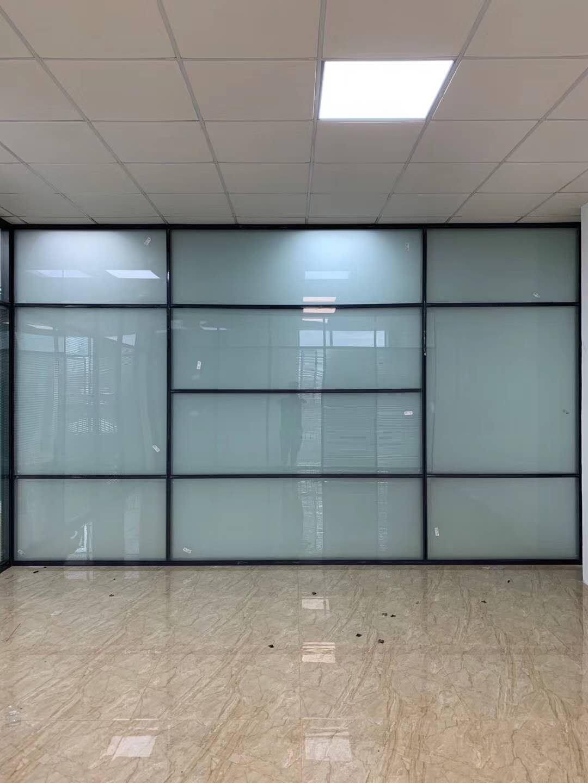 成都玻璃隔断墙厂家浅谈铝合金玻璃隔断的优势
