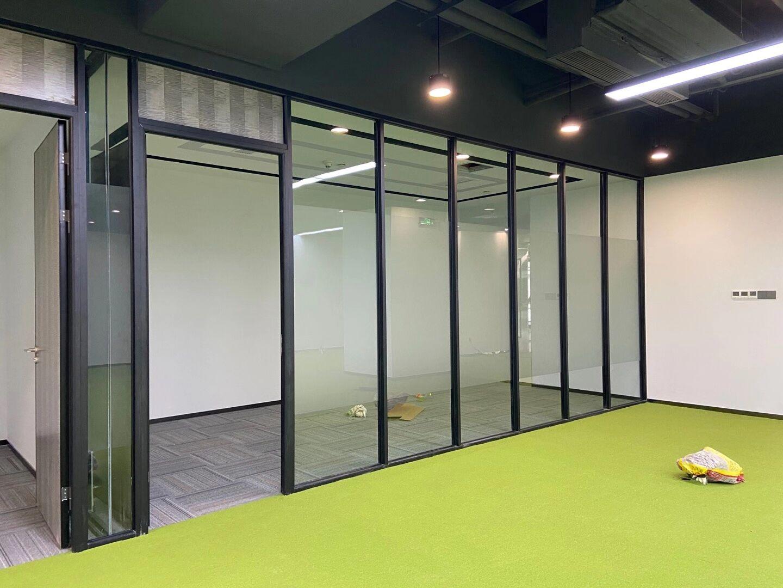 成都玻璃隔断墙的材质分类和工艺效果