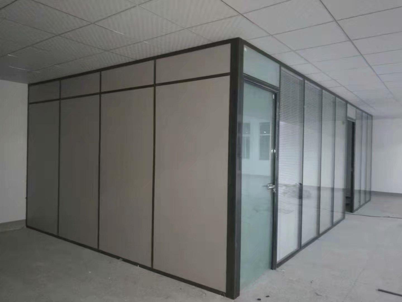 办公室装修应该是使用哪种隔断材料更好看,更经济呢?