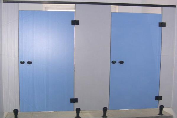 通过比对卫生间隔断四大热门材料才能选出更加适合的
