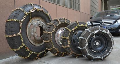 汽车四个轮胎都需要装防滑链吗?