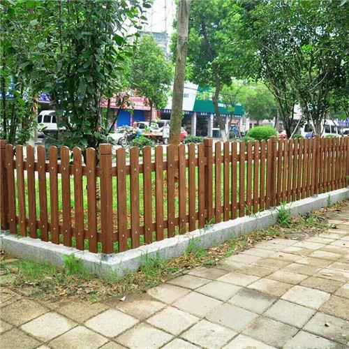 新疆专业护栏生产厂家 新疆防腐木推荐德木缘建筑装修