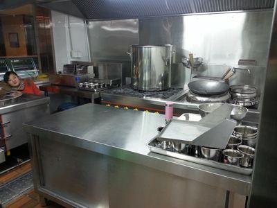 为什么厨房设备都采用不锈钢材质呢?