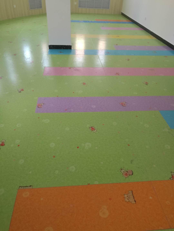佳县通镇幼儿园塑胶地板施工案例