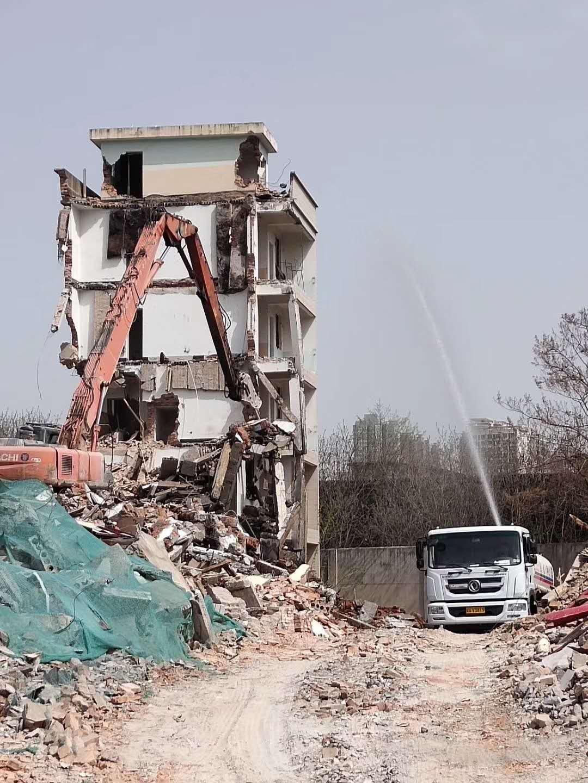 高楼拆除工程