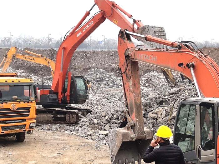 土方回填挖掘机