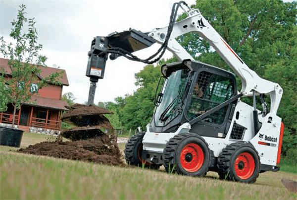 小型挖掘机现场施工中!