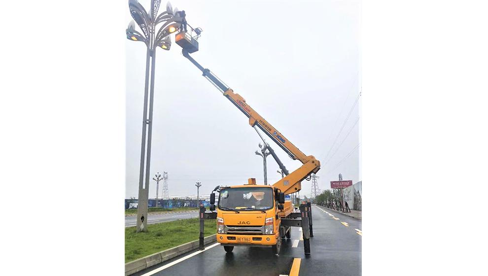 成都登高车出租应用于市政工程(剪枝、路灯、监控、高架桥)
