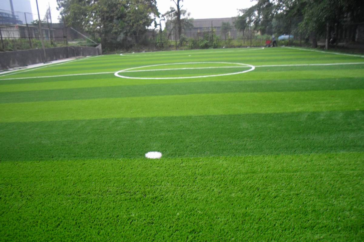 遂宁人造草坪的构成和铺设标准