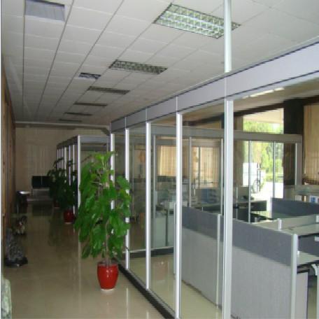 玻璃办公隔离的优势有哪些?家世界装饰设计公司小编为大家分享!
