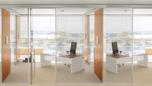 为什么办公室装修都喜欢用玻璃隔断?主要是因为这4点!