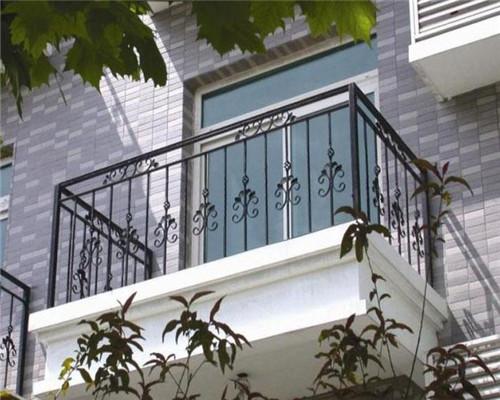 """铁艺楼梯护栏让典雅高贵""""住""""进家"""
