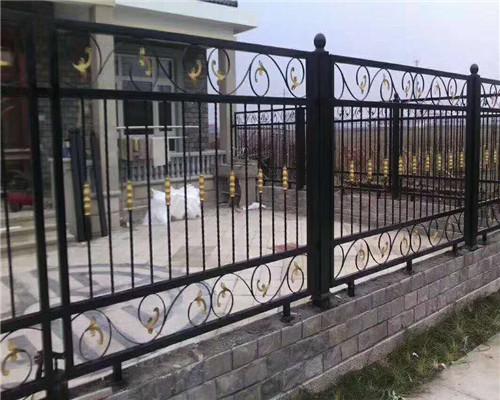 我们生活中目前使用的铁艺栏杆有哪些特色