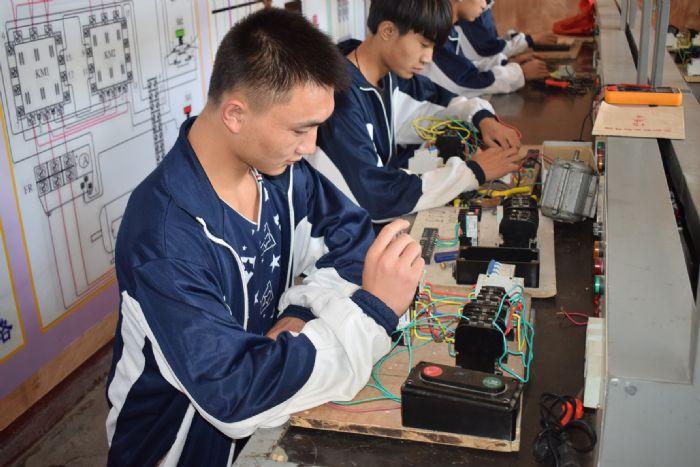 电力学生实训中|电力学校|电力专业