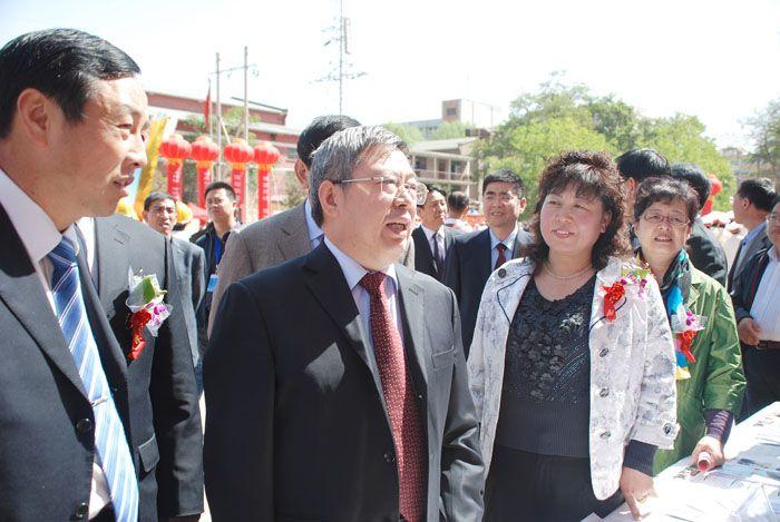 原甘肃省副省长刘永福视察我校