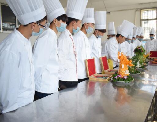 陇原技工学校的烹饪培训班教你做好吃的葱花饼