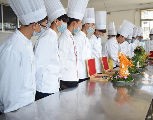 想要学习烹饪的学子们应该怎样选择