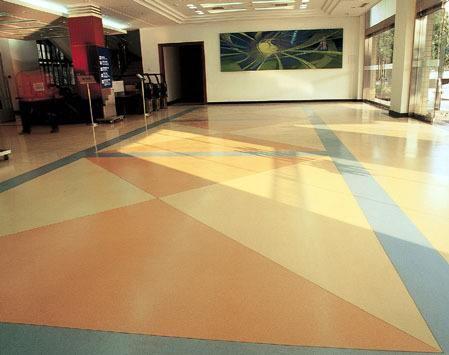 河南石塑地板施工步骤有哪些?包括哪些部分的内容?