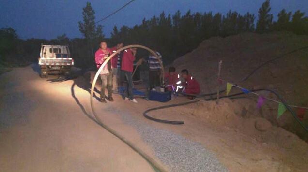 连夜加班赶抢工期,放硅管吹缆机吹缆邯郸工程大名段