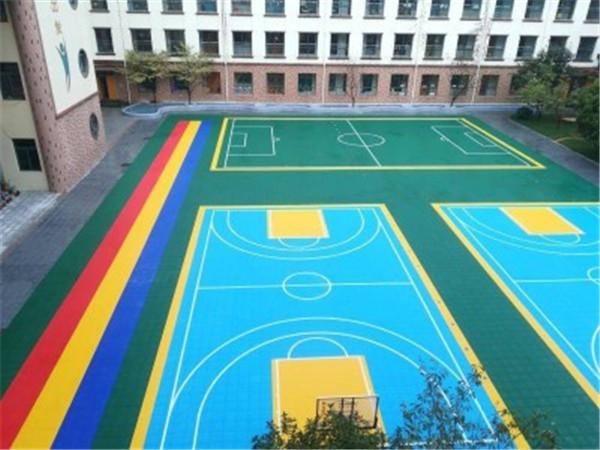 校园篮球场实拍
