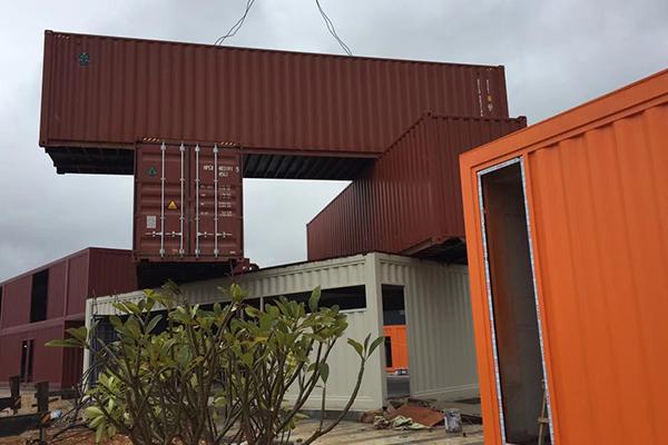 正在悄然兴起的集装箱房拖车房,这么好看还能移动的集装箱房你还不来看看吗?