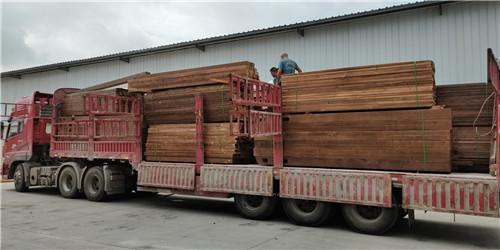 成都防腐木木材装车现场