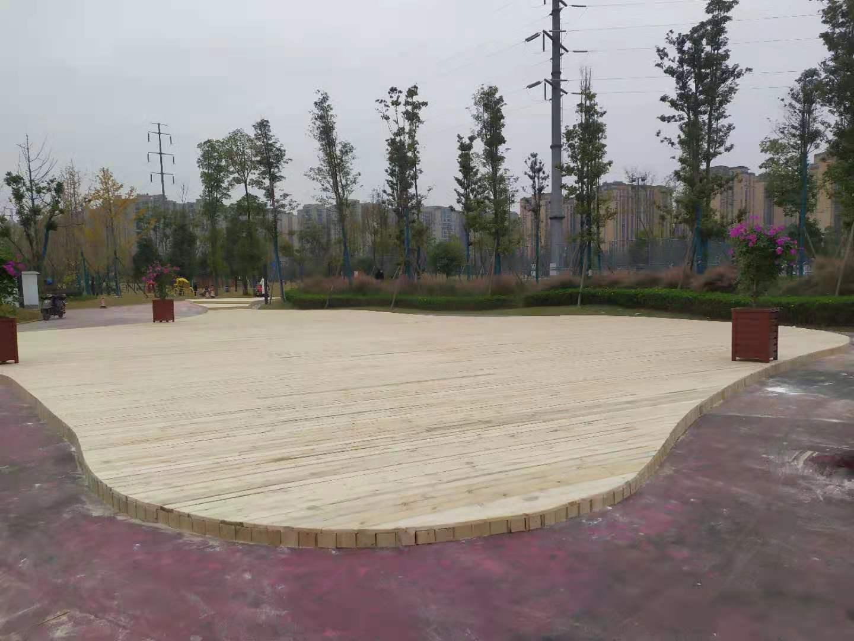 成都防腐木地板-金泉公园