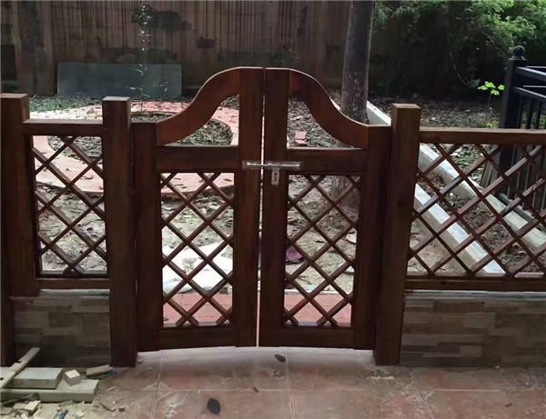 成都防腐木栅栏工程案例
