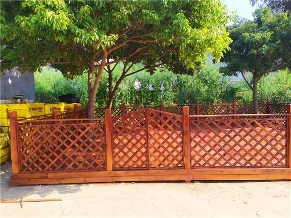 成都防腐木柵欄工程施工案例