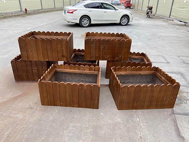 成都防腐木花箱适用范围?花箱容易坏吗?
