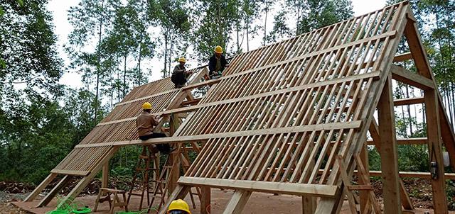 戶外使用成都防腐木花架好還是混凝土搭建更好呢?