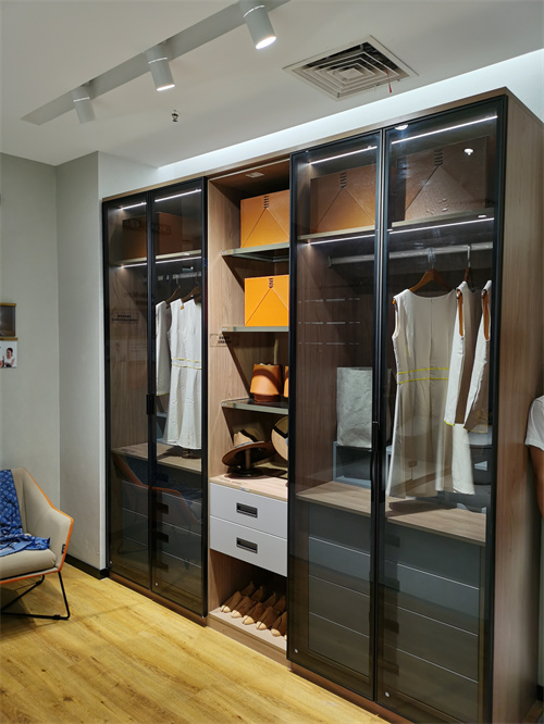 成都极简风衣柜定制,衣柜价格