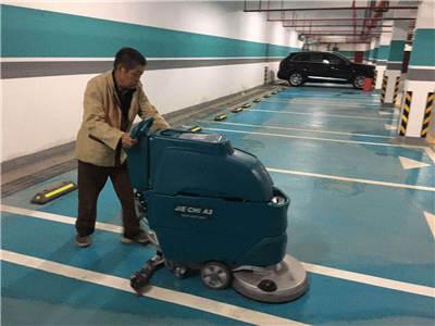 陝西洗地機在地下車庫中進行清掃
