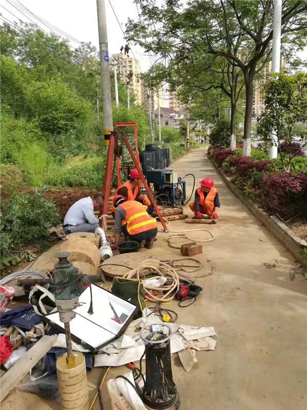 陝西管道原位更換案例:管道塌陷,堵塞施工進行中